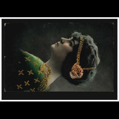 Mode-AK Frau mit Kopfschmuck und grünem Kleid, SCHLEGEL- BURKERSDORF 27.3.1916