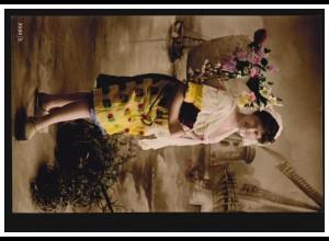 Mode-AK Frau in holländischer Tracht vor Windmühlen, LEIPZIG 13 k 25.3.1909