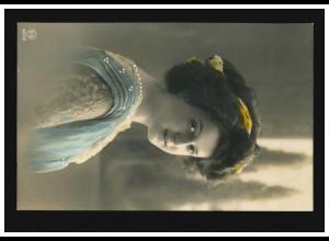 Mode-AK Frau im weiß-blauem Kleid und gelben Haarband, OPLADEN 24.5.1911