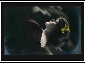 Mode-AK Frauenportrait im roten Kleid gelbe Haarschleife, CÖLN-KALK 10.12.1913