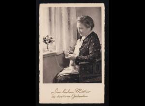Ältere Frau häkelt am Fenster, Der lieben Mutter in treuem Gedenken, ungebraucht